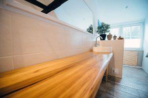 Badezimmer-Ideen: Wie wäre es mit einem Waschtisch aus Vollholz?