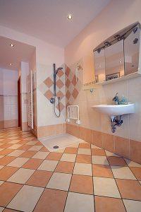 Musterbäder: Wir gestalten auch behindertengerechte Bäder und Badezimmer.